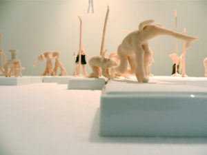 'Groep slurfdieren', installatie hommes galerie, claymorfs, 2013, 300 x 250 x 150 cm