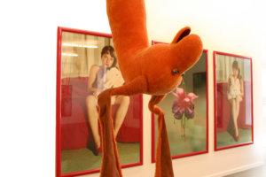 'Installatie vlissingen', hanging soft sculpture brunhilde hangkonijn, 2007, 200 x 70 x 90 cm, zelfportretten kleurenfoto's, 500 x 500 x 300 cm