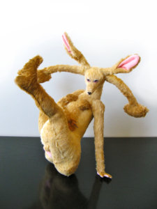 'Spreid konijn 1', soft sculpture, 2009, 55 x 55 x 45 cm