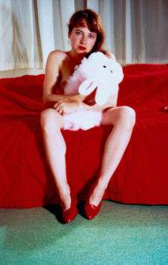 'Met benen uiteen', zelfportret, kleurenfoto, 1992, 150 x 100 cm