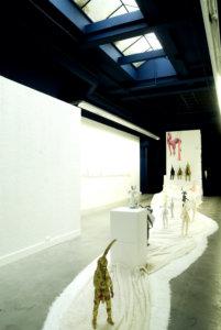 'Friendly fire bed', installatie, soft sculptures, met unicorns, Irene hanging, in bed two rabbits, 2009, 700 x 800 x 400 cm