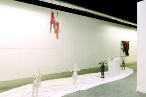 'Friendly fire bed', installatie, soft sculptures, met communication rabbits, Irene hanging, 2009, 700 x 800 x 400 cm