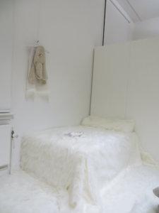'Witte installatie fundatie zwolle, in search of meaning', installatie, 2015, 1200 x 800 x 300 cm