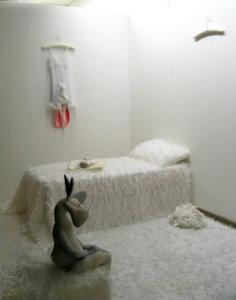 'Konijnenslaapkamer heden denhaag', installatie, 2008, 400 x 400 x 250 cm